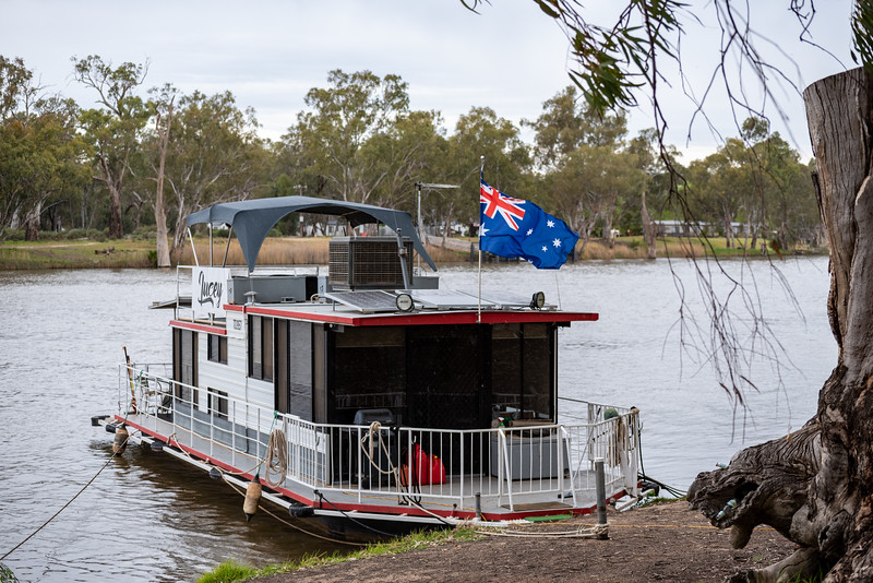 Murray house boat