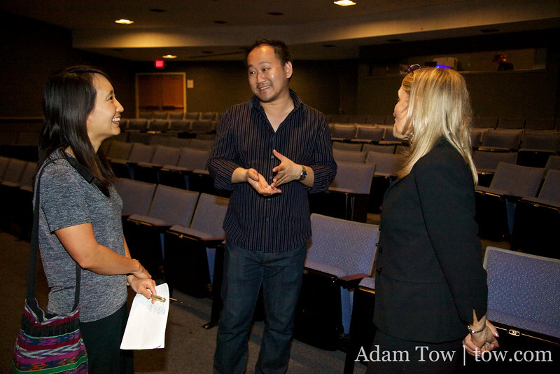 Rae talks with Professor Tung and Gronewold.