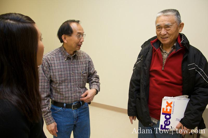 Rae and Don greet Tien-Fang Hou.