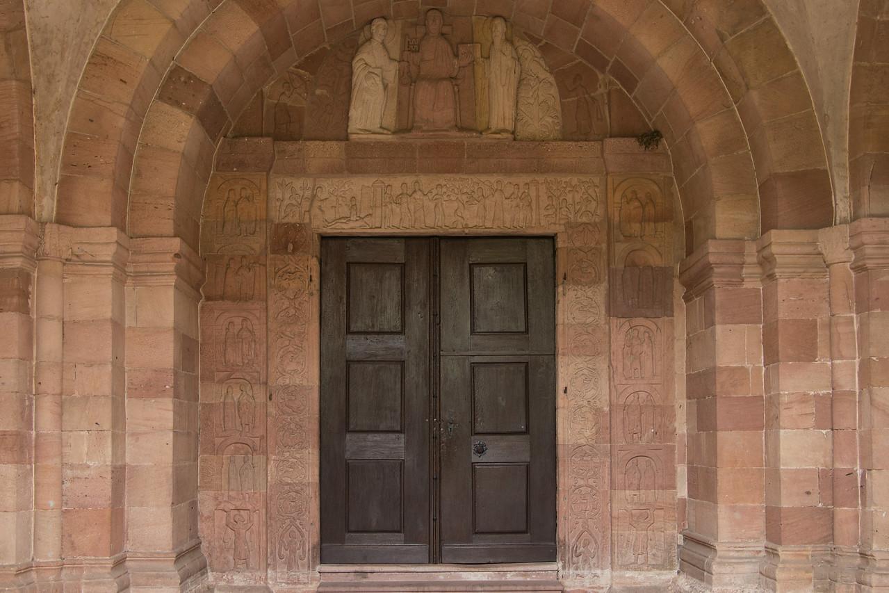 Andlau, Le porche de l'église St Pierre et St Paul