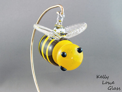 "Hanging Glass Bee Picture 3:  A seasonal favorite, or a feared adversary, the bee can be either depending on the individual. But where would we be without them? Less flowers, no honey and 54% less buzzing in the world... would you REALLY want that?  Some of these bees even come with crowns, showing off their royal status as queen bees.  Stinger to Nose: Approx 9cm (3.54"") Across the Wings: Approx 6cm (2.36"") Weight: Approx 150g (0.33 lbs)"