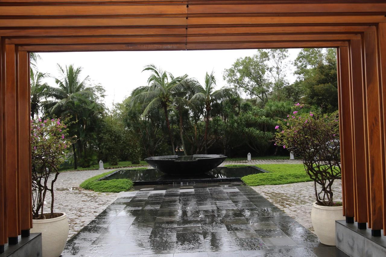 Avani hotel entrance + rain