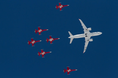 Swiss / HB-JBB / Bombardier CS100 / Patrouille Suisse