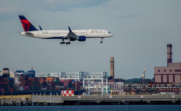 Delta 757 on short final