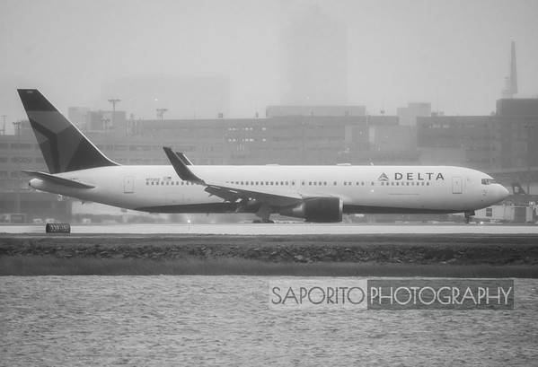 Approach, landing and roll out of a Delta 767-300 at BOS on 4R - heavy fog and rain. December 2, 2019 - inbound from CDG.