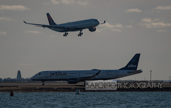Delta A330 over JetBlue E190