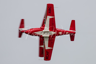 RCAF Snowbirds Solos Perform 'Head On Cross' Pass At Airshow London 2018