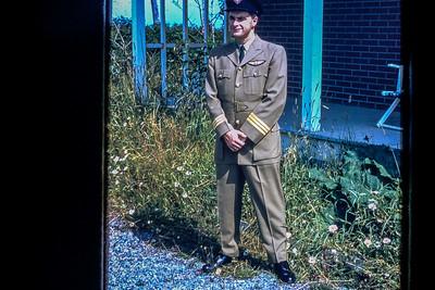 Robert House en uniforme d'été de Québécair