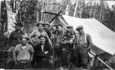 Équipe arpentage en canot vers 1933