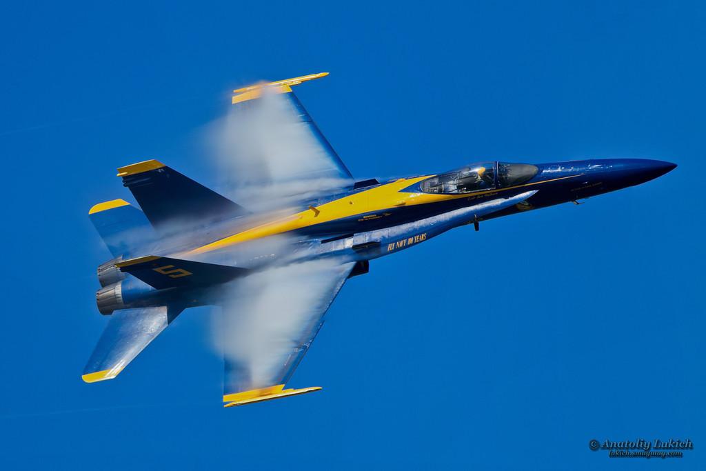 IMAGE: http://lukich.smugmug.com/Airshow/2011-San-Francisco-Fleet-Week/i-RSb6Vcs/0/XL/201110075520panoramaPanorama12-XL.jpg