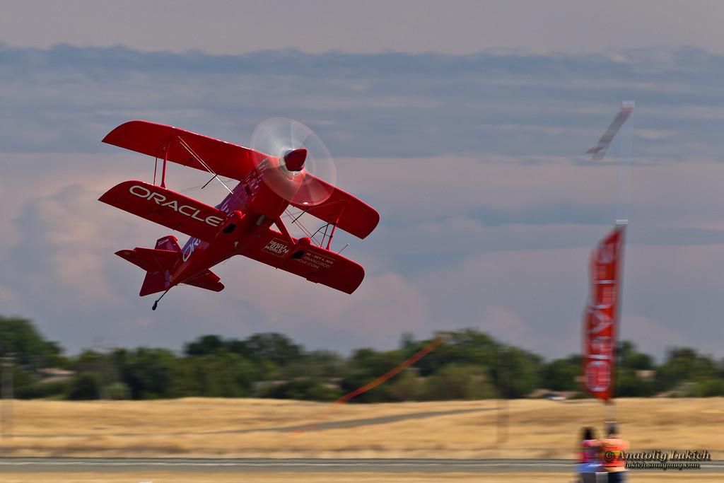 IMAGE: http://lukich.smugmug.com/Aviation/2012-California-Capital/i-S8p7q9j/0/XL/20120908_7296-XL.jpg