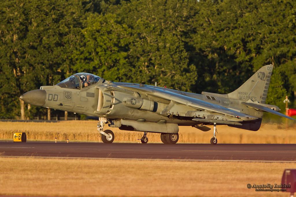 IMAGE: http://lukich.smugmug.com/Aviation/2012-Oregon-International-Air/i-rrtXGZp/1/XL/201208036826-XL.jpg