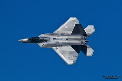 SAN FRANCISCO, CA - OCTOBER 6:  USAF F-22 Raptor aircraft demonstration during Fleet Week in San Francisco, CA on October 6, 2012