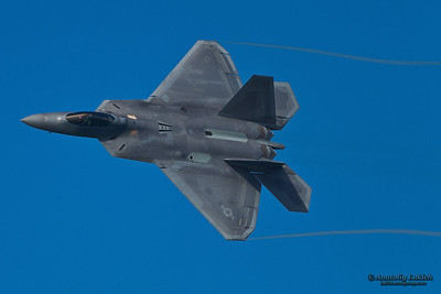 SAN FRANCISCO, CA - OCTOBER 7:  USAF F-22 Raptor aircraft demonstration during Fleet Week in San Francisco, CA on October 7, 2012