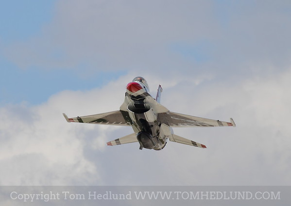 F-16 of the United States Thunderbirds on Fridays practices.