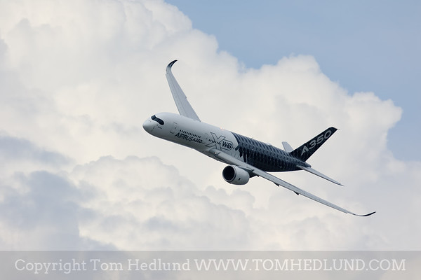 The Airbus A350 XWB performing a demostration at EAA.