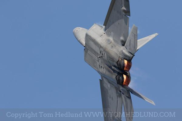 F22 climbing toward the sky