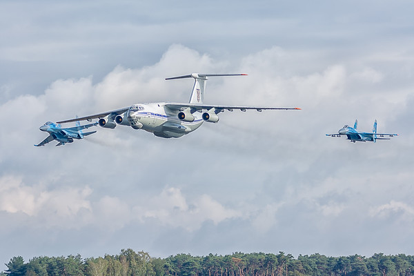 Arrival of two Ukranian Su-27 Flankers
