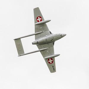 Le De Havilland Vampire, aussi connu sous la dénomination DH.100, est le second avion à réaction militaire construit par le Royaume-Uni. Mis en service juste après la Seconde Guerre mondiale, il présente la particularité d'être équipé d'un fuselage arrière bipoutre. C'est le premier avion à réaction à avoir traversé l'océan Atlantique, et le premier avion à réaction capable d'opérer depuis un porte-avions.