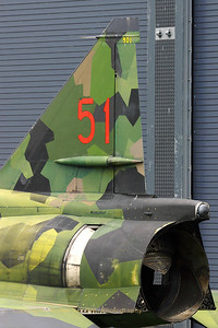 The back-end of the Viggen, showing the vertical tail and the thrust reverser... the situation of being in the museum can however not being reversed ;-) But, the Viggen is in good hands, now!!
