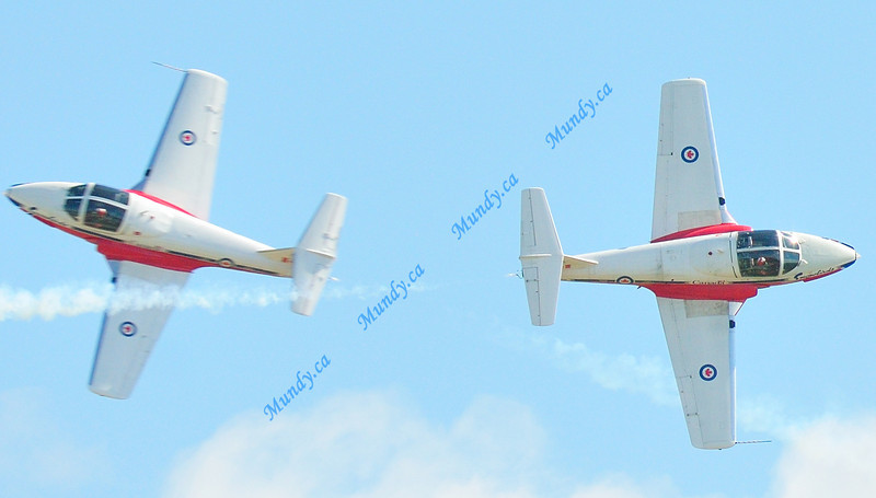 You can tell by how clear the tutor on the right is, that that is the plane I was panning.