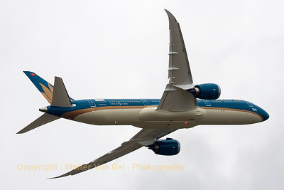 Boeing 787-9 Dreamliner (N1020K; cn35151/303) from Vietnam Airlines, showing her capabilities in poor weather conditions, during the 2015 Paris Air Show.