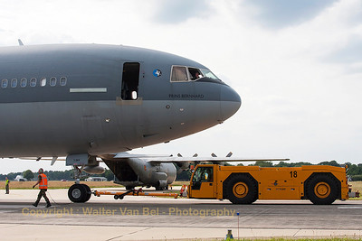 "The ""Prins Bernard"", a KDC-10 (T-264, cn46985-264) of the Royal Netherlands Air Force, is being pushed-back into parking position (Luchtmachtdagen 2013)."