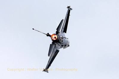 "The ""Solo Turk"" - from 141 Squadron based at Izmir AFB - going through its paces at the Volkel Air Show."