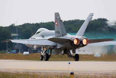 Swiss Air Force F/A-18C (J-5005, cn1327/SFC005) at the start of its take-off roll, during the Spottersday at Gilze-Rijen Air Base (Luchtmachtdagen 2014).