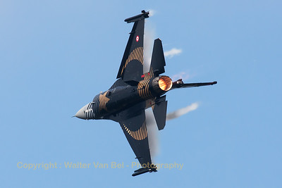 "The Turkish Air Force F-16CJ (""Solo Turk""; 91-0011; cn4R-81) shows it beautiful c/s, while performing a very steep turn during the Belgian Air Force Days 2014 at KB."