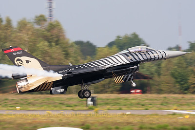 "The Turkish Air Force F-16CJ (""Solo Turk""; 91-0011; cn4R-81) shows it beautiful c/s, while performing a spectacular take-off, during the Belgian Air Force Days 2014 at KB."