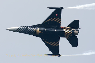 "The Turkish Air Force F-16CJ (""Solo Turk""; 91-0011; cn4R-81) shows it beautiful c/s, while performing a knife-edge pass during the Belgian Air Force Days 2014 at KB."