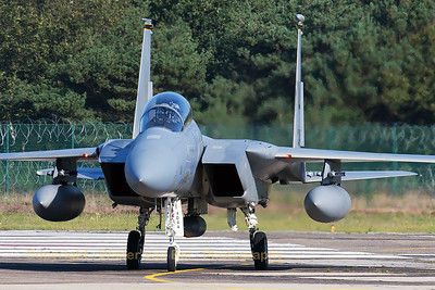 USAF McDonnell Douglas F-15D Eagle (84-0044; cn924/D052) from Lakenheath, turning onto the taxiway, on arrival at KB for the Belgian Air Force Days 2014.