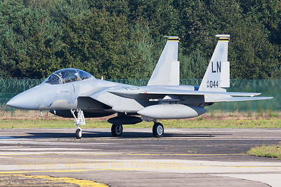USAF McDonnell Douglas F-15D Eagle (84-0044; cn924/D052) from Lakenheath, leaving the runway and turning onto the taxiway, on arrival at KB for the Belgian Air Force Days 2014.