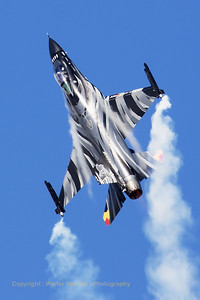 """The """"Dark Falcon"""" F-16AM (FA-101; cn6H-101), piloted by Stefan """"Vador"""" Darte, going through its paces during the spottersday prior to the Belgian Air Force Days at Kleine Brogel."""
