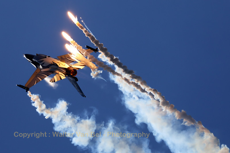 "The ""Dark Falcon"" F-16AM (FA-101; cn6H-101), piloted by Stefan ""Vador"" Darte, launches some flares during her magnificient performance at the ""Luchtmachtdagen 2019"" at Volkel AFB."