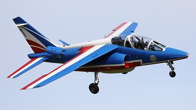 """The number """"1"""" of the"""" Patrouille de France"""", an Alpha Jet E (F-UHRE; 1; E44), is seen here turning final at Volkel AFB, during the arrival-day prior to the """"Luchtmachtdagen 2019""""."""