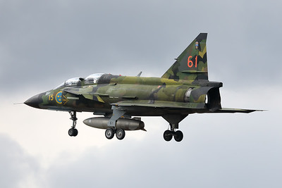 This Swedish Air Force Historic Flight SK37E Viggen (SE-DXO; cn37809; 15-61), wearing its beautiful camouflage c/s, is seen on final at Kleine Brogel during the arrival-day prior to the Sanicole-Airshow.