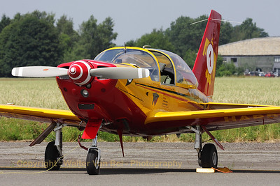 "The Belgian Air Force SF-260M+ ""Marchetti"" of the teamleader of ""Hardship Red"" at the Beauvechain Air Show 2010."