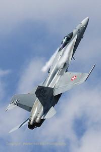 SwissAF_FA-18C_Hornet_J-5017_EBBE_20100702_IMG_19525_WVB_1200px