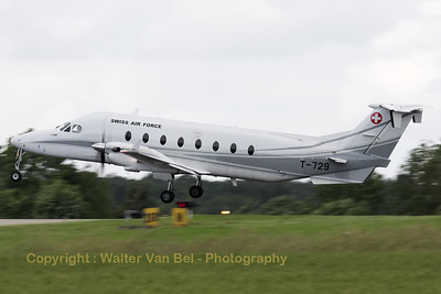The Swiss Air Force's support aircraft - a Raytheon 1900D - about to touch down on Florennes' RWY26R, on the arrival day for the 2012 Airshow.