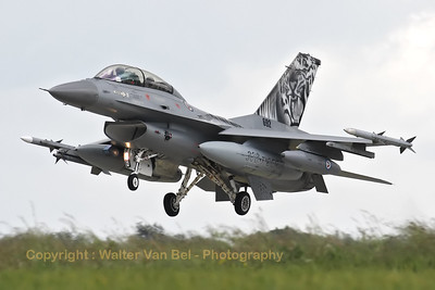 """The Norwegian Air Force """"Artic Tiger"""" on final for RWY26R, during the arrival day for the Florennes Air Show 2012."""