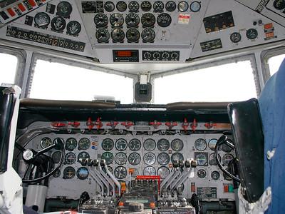 KLM_Douglas_DC-6_G-APSA_cn45497-995_cockpit_EHLE_20070901_IMG_10268_RT8_WVB_1200px