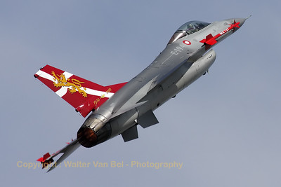 Very attractive c/s (celebrating 60 years of Danish Air Force) on this Danish demo-Viper!