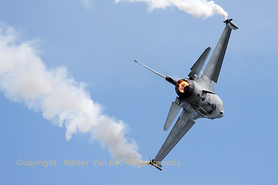 "Belgian Air Force ""spare"" demo-Viper in action during the arrival day of the ""Luchtmachtdagen 2010"" at Gilze-Rijen."