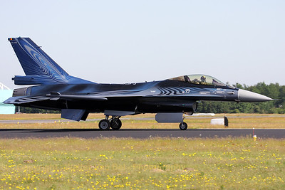 """Vortex"", the new Belgian Air Force's demo aircraft, arrives at Gilze-Rijen (Luchtmachtdagen 2010)."