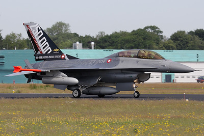 Arrival of the Danish F-16BM with special painted tail (Luchtmachtdagen 2010 at Gilze-Rijen).