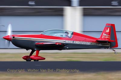 RJ-Falcons_Extra-EA300L_JY-RFC_EHGR_20100619_IMG_19144_WVB_1200pxED2