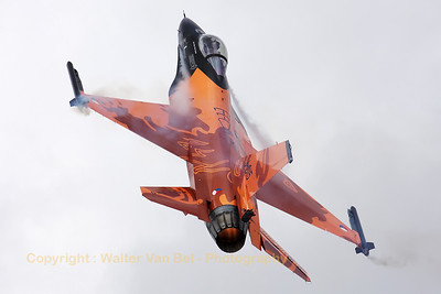 "The Royal Netherlands Air Force F-16AM, piloted by Captain Tobias ""Hitec"" Schutte, put up a hart-warming display during the Dutch Air Show at Gilze-Rijen (Luchtmachtdagen 2010)."