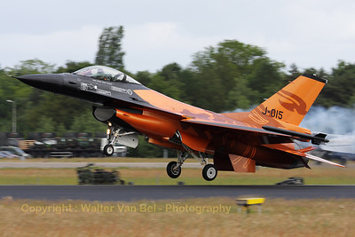 "The Royal Netherlands Air Force F-16AM, piloted by Captain Tobias ""Hitec"" Schutte, performs a touch-and-go during the Dutch Air Show at Gilze-Rijen."